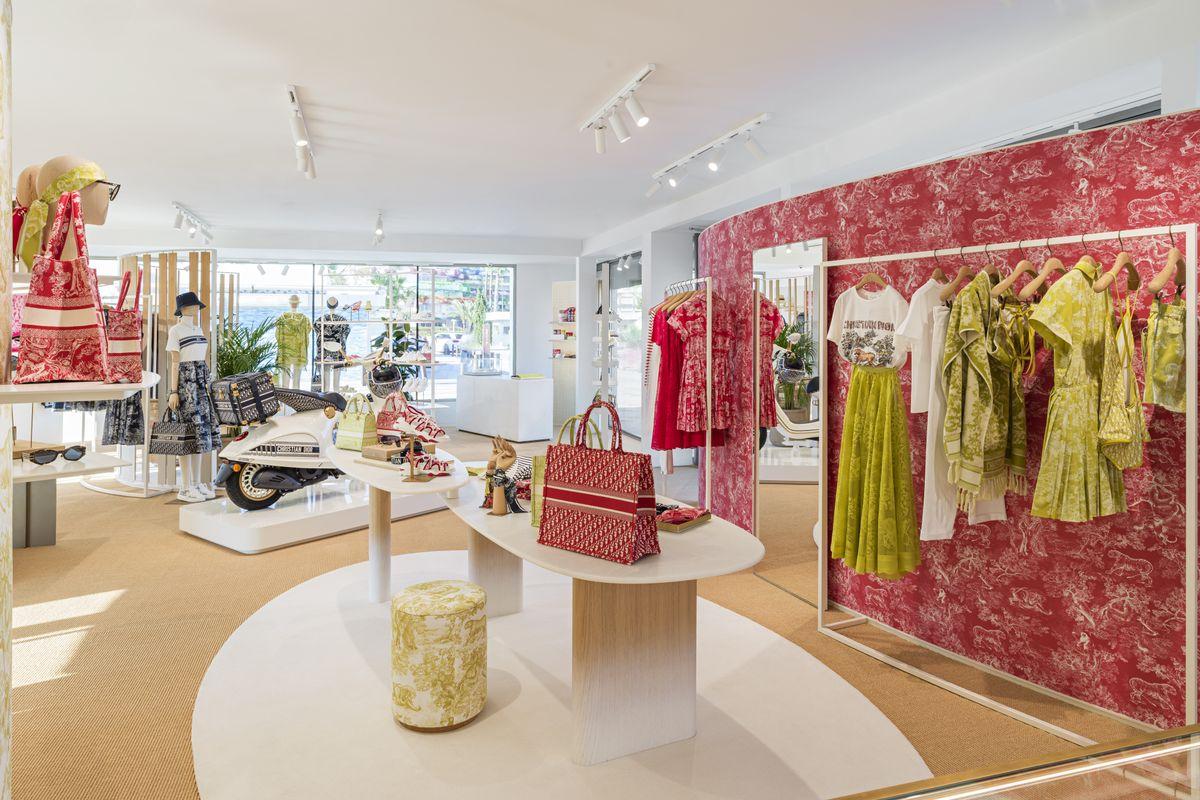 El turismo de moda se reactiva: tres pop ups stores de firmas de lujo que aterrizan en Ibiza este verano